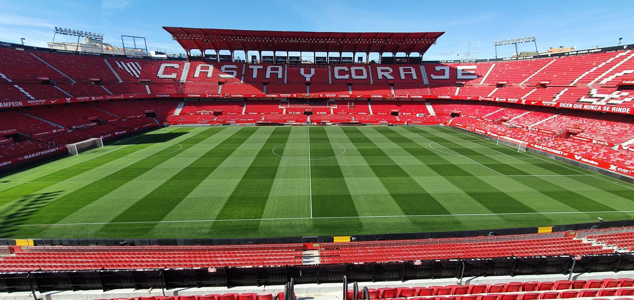 Interview With Carlos Venegas Grounds Manager Of Sevilla F C La Revista Para Los Profesionales Del Cesped Deportivo Groundsman Sport